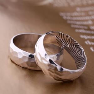 Женский портал  »  Как ухаживать за обручальным кольцом из платины?