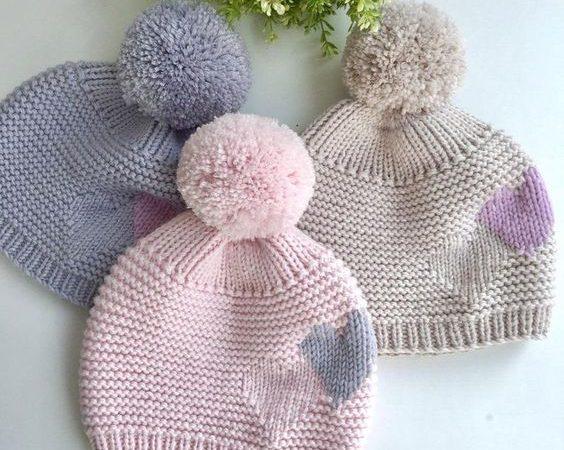 Вязаные шапки для девочек спицами с описанием
